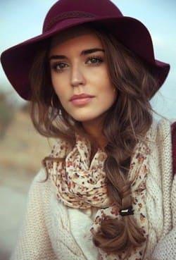 garota fofa de chapeu